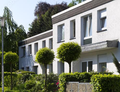 Mehrfamilienhaus der 70er jahre