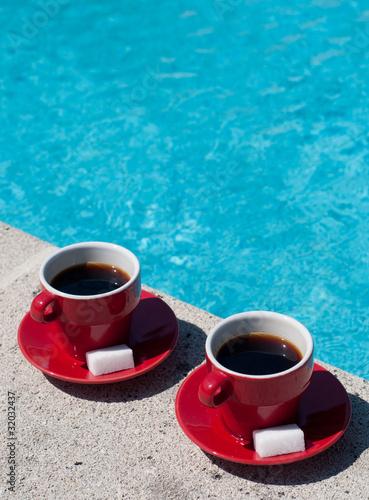 café en bord de piscine
