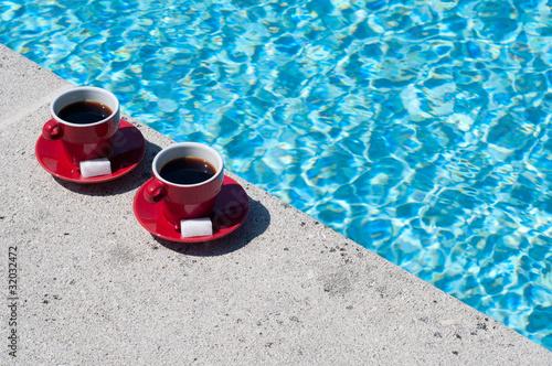 café en bord de piscine 2
