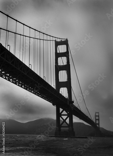 golden-gate-bridge-czarno-bialy