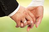 Fototapety Hände eines Brautpaars mit Eheringen
