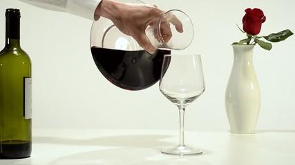 decanter, vino rosso e rosa