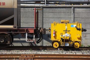 非常に小さい機関車と貨物列車