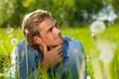 nachdenken in der natur,freudig mann jugendlicher