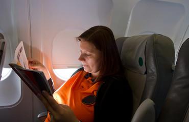 passeggera d'areo durante il volo