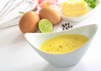 Hollandaise sauce with black pepper and the ingredients