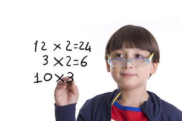 bambino che è  genio in matematica