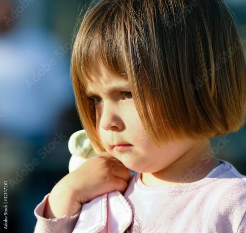 enfant avec son doudou