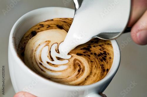 Latte Art - Milch eingießen/Farnblatt