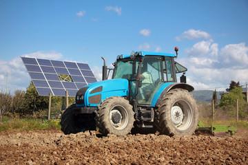 tractor farming in field © Federico Rostagno