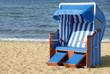 Ostsee-Strandkorb am Wasser