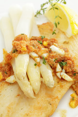 Pangasiusfilet mit frischem Spargel und Polnischer Buttersoße