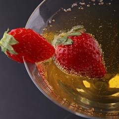 fraise dans coupe de champagne