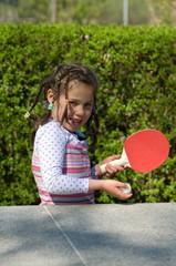 Mädchen beim Tischtennis