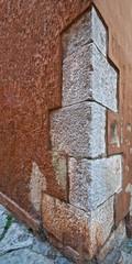 Steinquader an einem Haus