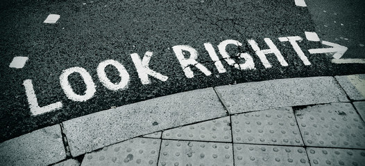 look right sign