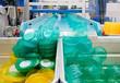 Leinwanddruck Bild - Serienfertigung von Kunststoffbehältern