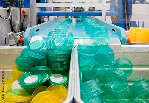 Leinwanddruck Bild Serienfertigung von Kunststoffbehältern