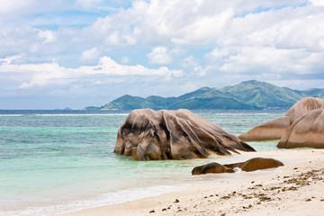 blocs granitiques aux Seychelles à anse Source d'Argent