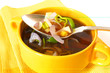 Porreesuppe in gelbem Porzellan / Leek soup in a yellow china