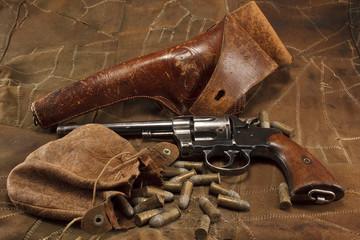 1901 Revolver and vintage ammunition