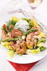 Spargel Salat mit Garnelen