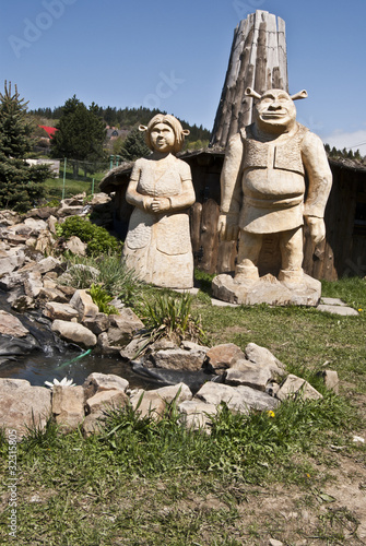 wooden statue of Shrek and Fiona