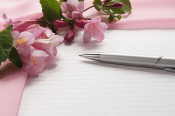 Лист бумаги шифон и цветы