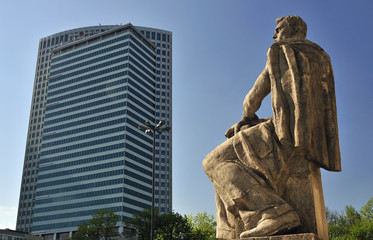 Statue vor dem Kulturpalast in Warschau
