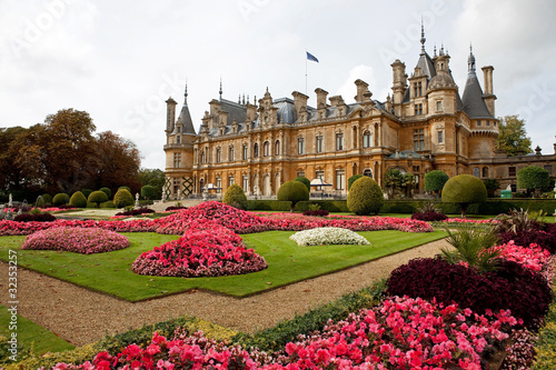 Leinwanddruck Bild Waddesdon manor in Buckinghamshire