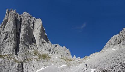 wilder kaiser in österreich mit blick zum elmauer tor