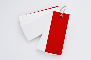 白背景に単語カードのアップ
