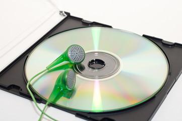 Kopfhörer auf CD in Hülle
