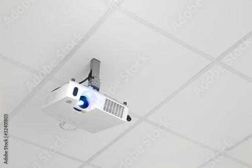 projector on the ceiling - 32401803