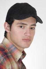 Close-up retrato de hombre joven y guapo con un sombrero