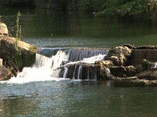 Petite cascade en campagne
