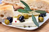 Deliktater mediterraner Käsesnack mit Oliven