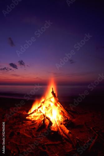Fotobehang Zonsondergang op het Strand Beach Campfire