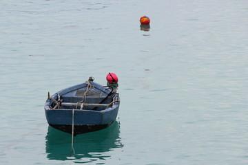 Una piccola barca da pesca