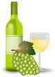 Weißwein mit Weinglas und Weintrauben