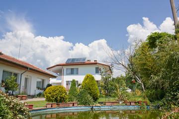 moderne maison avec lac