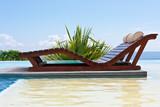 Fototapety lit de soleil double sur plage de piscine