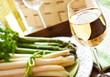 Weißwein - grüner und weißer Spargel
