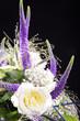 Lila Blumenstrauß, Tisch Gesteck, hoch close up 2