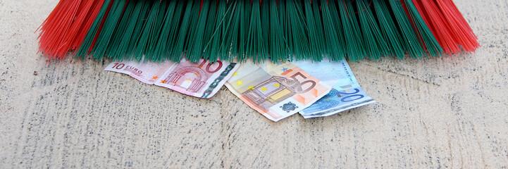 Mit Geld spielt (fegt) man nicht
