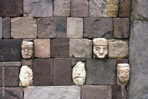 Cabezas clavas de Tiahuanaco