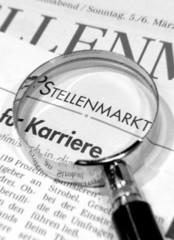 Jobsuche Zeitung Lupe