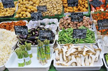 Gemüse und Pilze auf den Markt