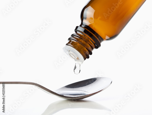 Leinwandbild Motiv Tropfen Medikament