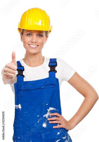 junge handwerkerin zeigt daumen hoch